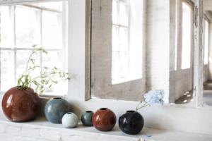 Vase boule Anita Legrelle composition Serax chez Dodé à Nantes 2