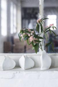 Vases Roos XL Serax by Van De Velde chez Dodé à Nantes